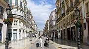 Turistas-paseando-por-una-calle-de-Malaga_Alex-Zea.jpg
