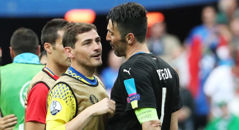 Casillas-Buffon-despedida-2016-reuters.jpg