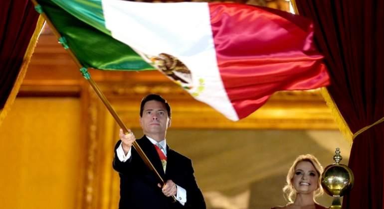 La extraña señal de Peña Nieto que generó memes en redes sociales