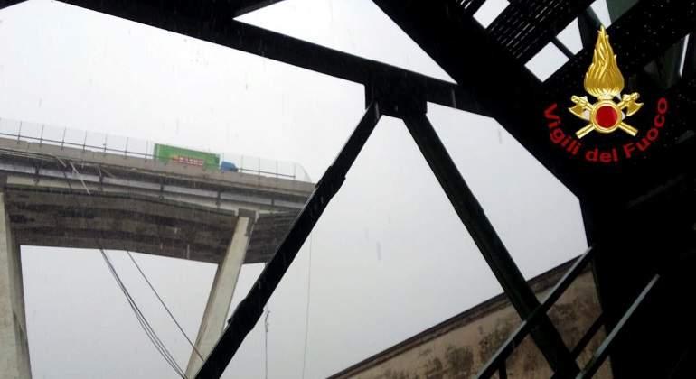 puente-desplomado-genova-bomberos-italia-reuters-770x420.jpg