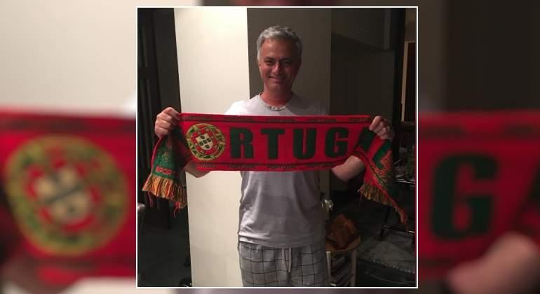 Mourinho-bufanda-portugal-pijama-2016.jpg