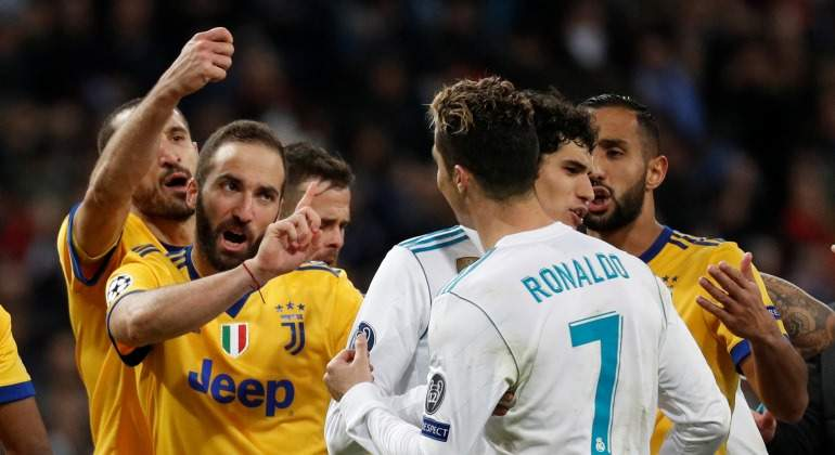 Higuain-discute-CR7-Chiellini-2018-Reuters.jpg