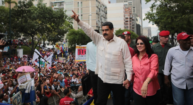 maduro-estudianteschavistas-efe.jpg
