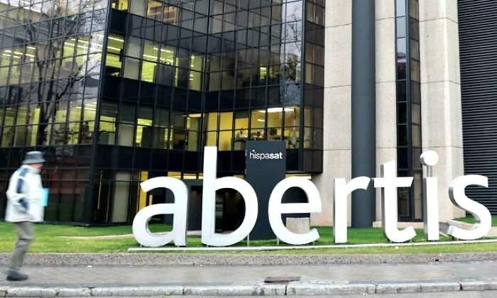 Atlantia formaliza la OPA a Abertis: mantendrá la sede y respetará los intereses de España en Hispasat