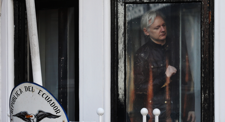 assange-embajada-reuters.png