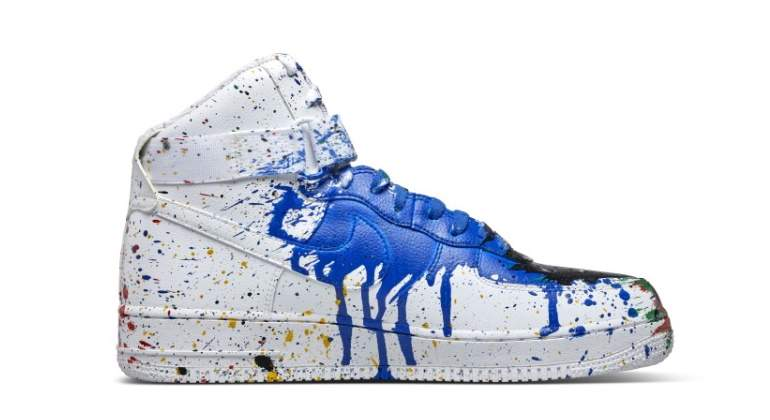 fuego Plasticidad Diligencia  Un capricho de 5.000 dólares: unas Nike Air Force 1 originales de 2014  pintadas por el artista callejero Sr. Brainwash - elEconomista.es