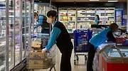 Trabajadores de un supermercado Cabrabo
