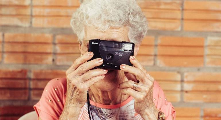 man-person-woman-camera-photography-photographer-101291-pxhere.com.jpg