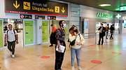 aeropuerto-viajeros-observan-recurso-ep.jpg