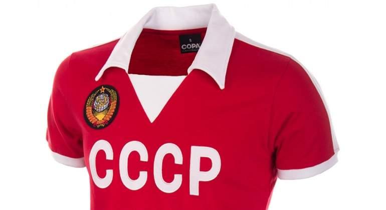 La moda de las camisetas de fútbol  vintage  impulsa a una empresa española b69920702ab06