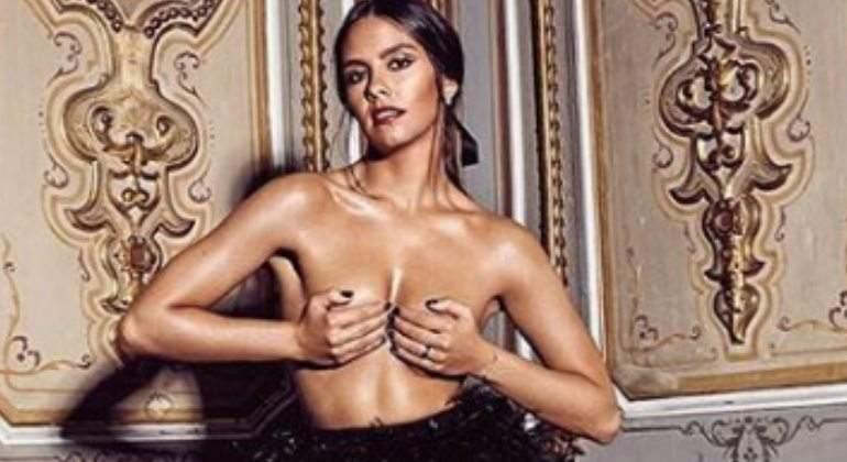 Cristina Pedroche Calienta Las Campanadas Con Un Topless De Gala