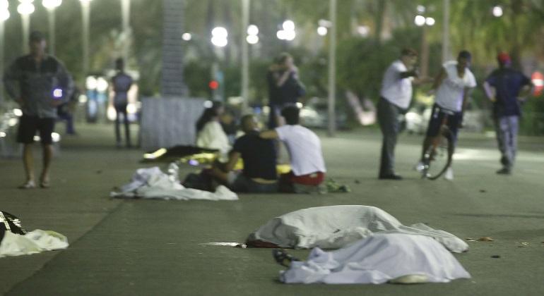 atentado-niza-cuerpos-reuters.jpg