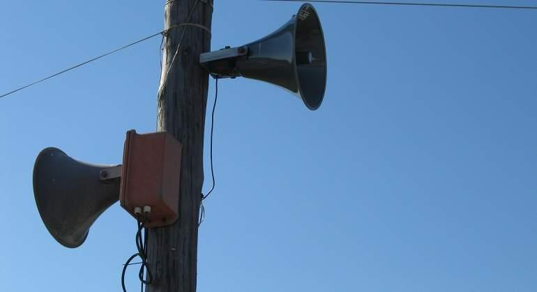loudspeakers-112413_1920.jpg