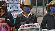 papas-normalistas-ayotzinapa-mitin-CJF-770-2.jpg