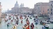 Barcas-en-canal-de-Venecia-iStock.jpg