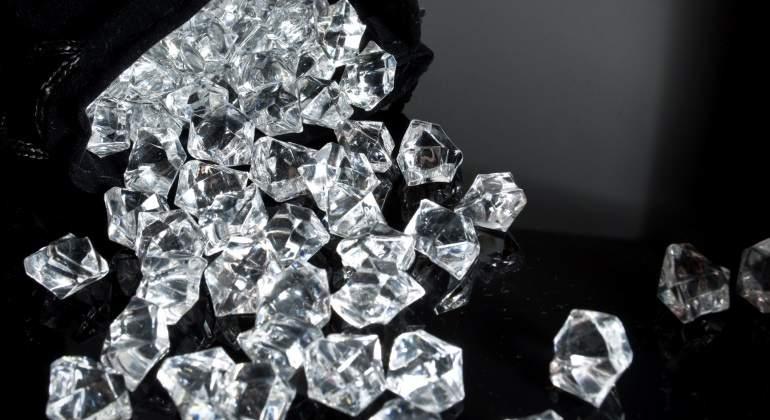 México: Detienen a un pasajero español que ocultaba 11.500 diamantes