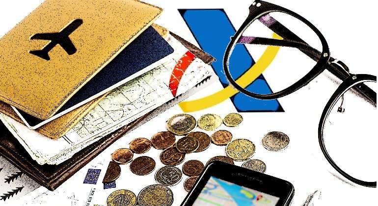 renta2017-pasaporte-dinero-gafas-movil.jpg