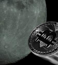 bitcoin-to-the-moon-luna-dreamstime-770x420.jpg