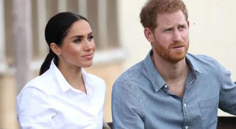 El príncipe Harry y Meghan Markle cierran su oficina en Buckingham y dejan a 15 empleados en la calle