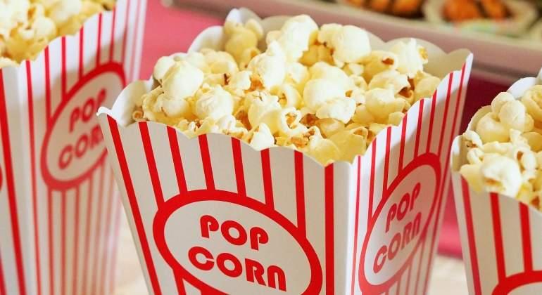 En pareja, pero no para ver películas de amor: las preferencias de los españoles para ir al cine