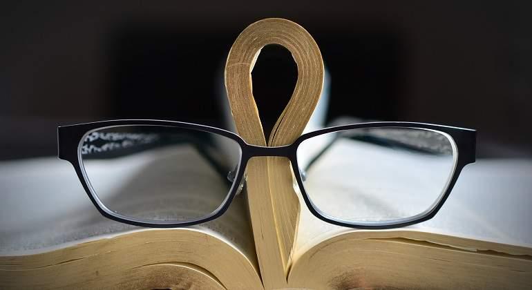 glasses-2159217_1920.jpg