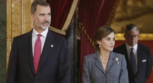 Todos los hombres (y mujeres) del Rey (y la Reina), en la recepción del Palacio Real