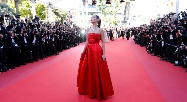 Ministra de cultura israelí causa polémica con su vestido