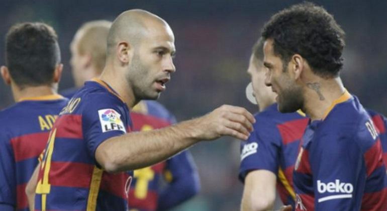 mascherano-alves-gol-barcelona-reuters.jpg