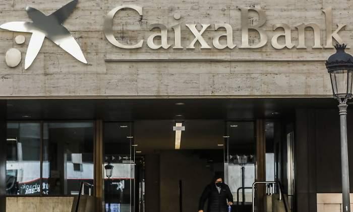 CaixaBank alerta de que los ciberdelincuentes están aprovechando la fusión para «atacar» a los clientes
