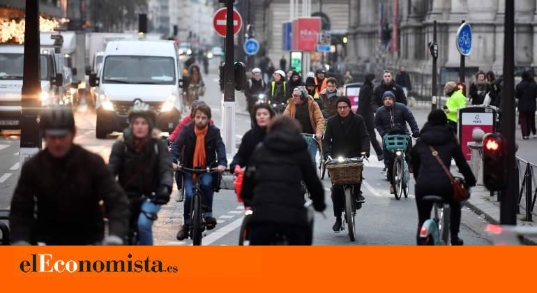 Francia vive su tercera jornada de huelga de transporte por la reforma de las pensiones