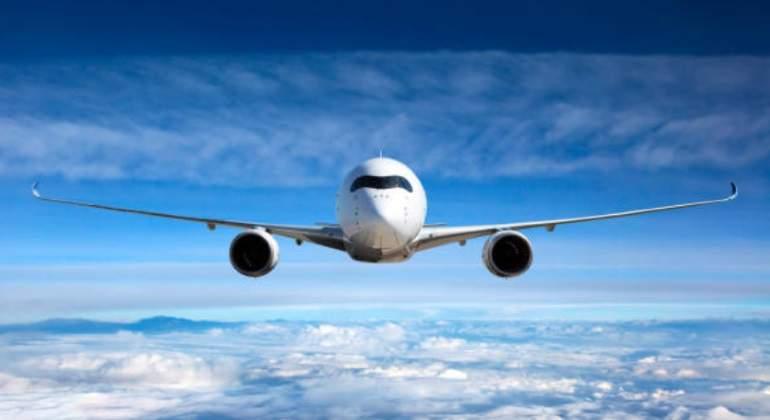 Las aerolíneas maniobran en la UE para bajar las indemnizaciones por retrasos