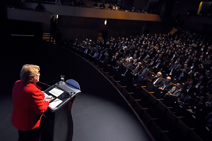 Presidenta Bachelet frente a grandes empresarios: No perdamos lo avanzado
