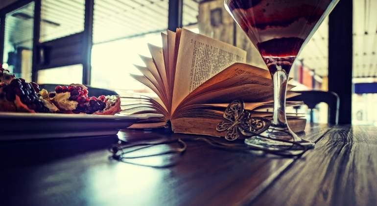 libro-caferia-dreamstime.jpg