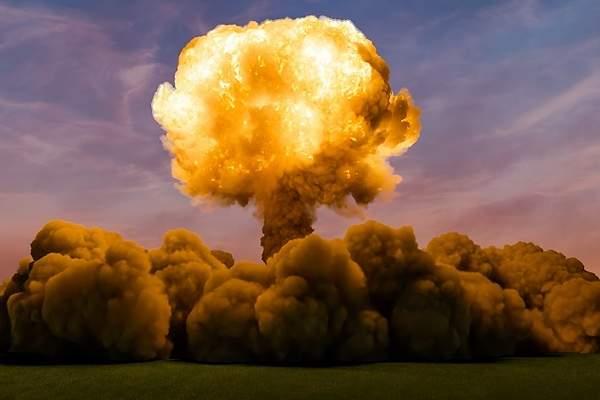 HOMBRES MARAVILLOSOS (DE ESOS DE AMOR PLATONICO) - Página 11 600x400_Una-explosion-de-una-bomba-atomica-iStock