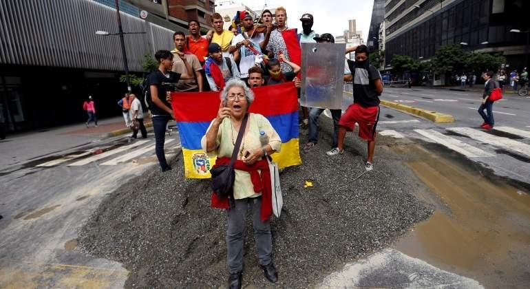 protesta-caracas-trancazo-mujer-venezuela-reuters-770x420.jpg