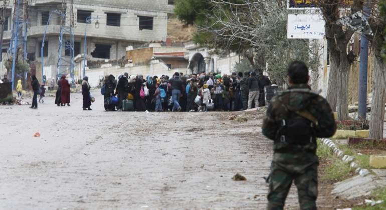 siria-madaya-soldado-gente-reuters.jpg