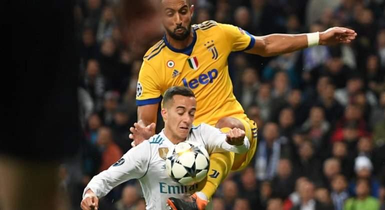 Así fue el dudoso penalti de Benatia a Lucas Vázquez que marcó Cristiano  Ronaldo para salvar al Real Madrid e912b38507550