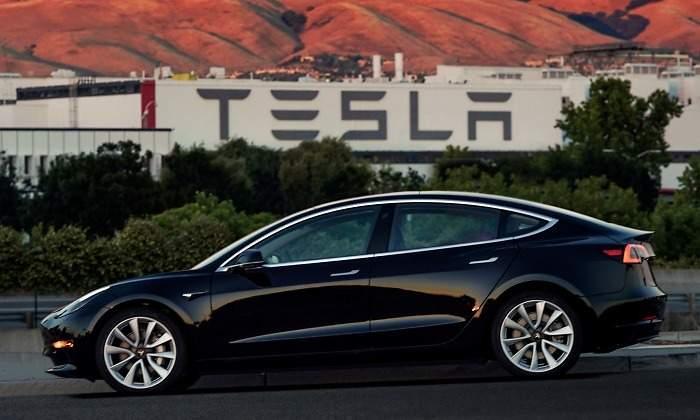 Tesla decepciona con sus beneficios trimestrales pero ingresa 10.700 millones