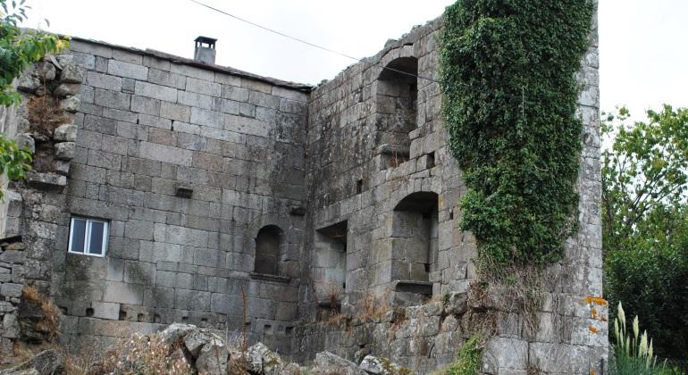 torre-riazon-galicia-wikipedia.jpg