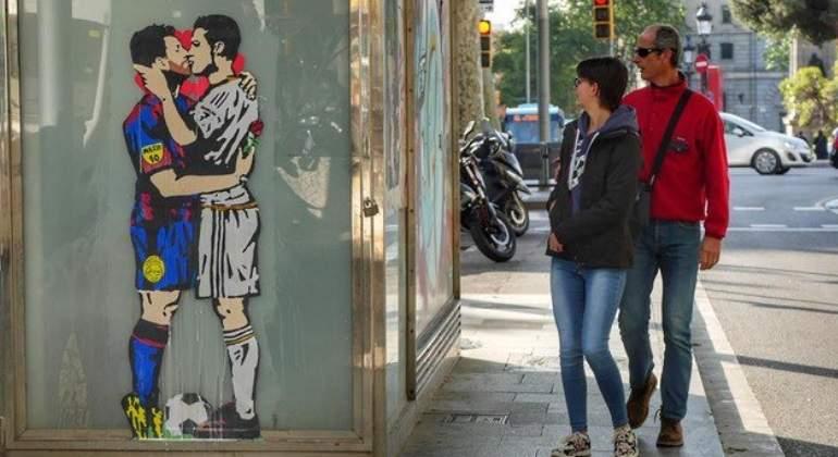 Resultado de imagen para messi y cristiano beso