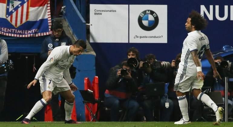 El Real Madrid asalta el Calderón con  hat-trick  de Cristiano y deja al  Atlético a nueve puntos en Liga 497807cbe8b51