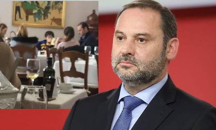 José Luis Ábalos se salta el cierre perimetral de Madrid: pillado comiendo con su familia y guardaespaldas en Cuenca.
