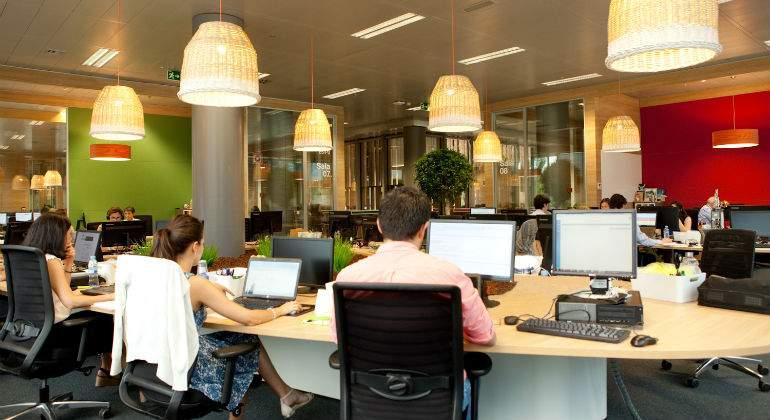 La finca acoge las oficinas m s modernas de orange en sus - Oficinas real madrid ...