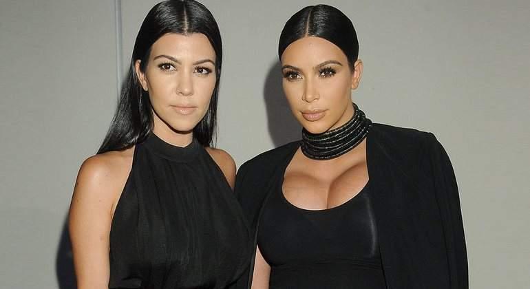 Kim Kardashian se desnudó para hacer la botella de su nuevo perfume