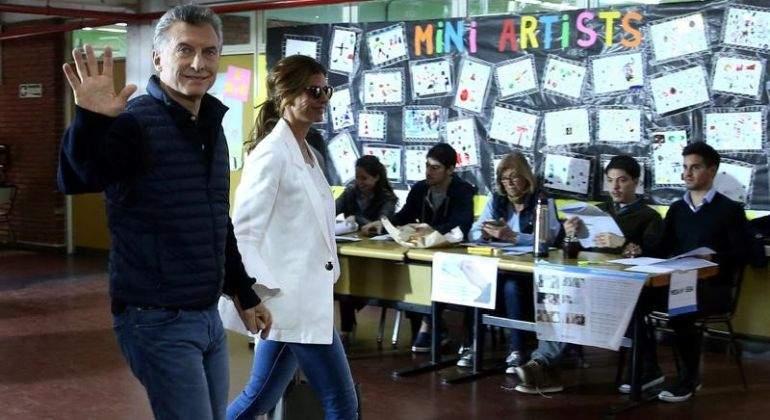 Mauricio-Macri-con-Juliana-Awada.jpg
