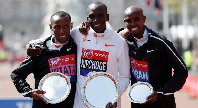 Eliud Kipchoge gana por tercera vez el Maratón de Londres y Mo Farah se estrena en el podium