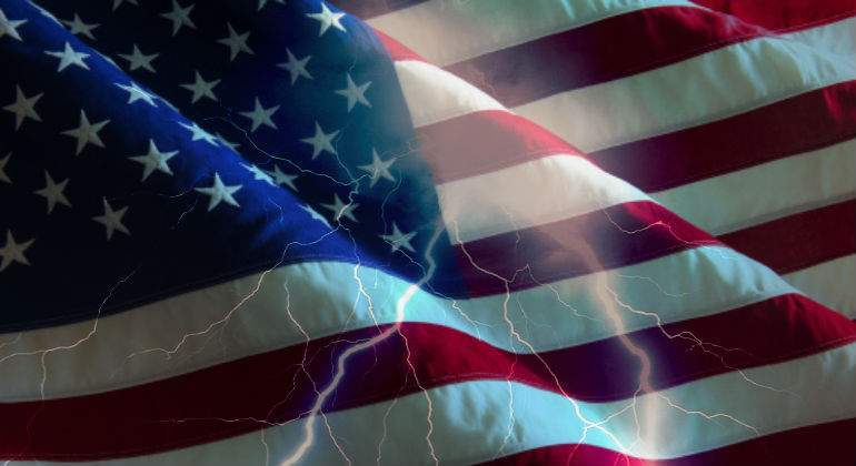 EEUU-bandera-tormenta.jpg