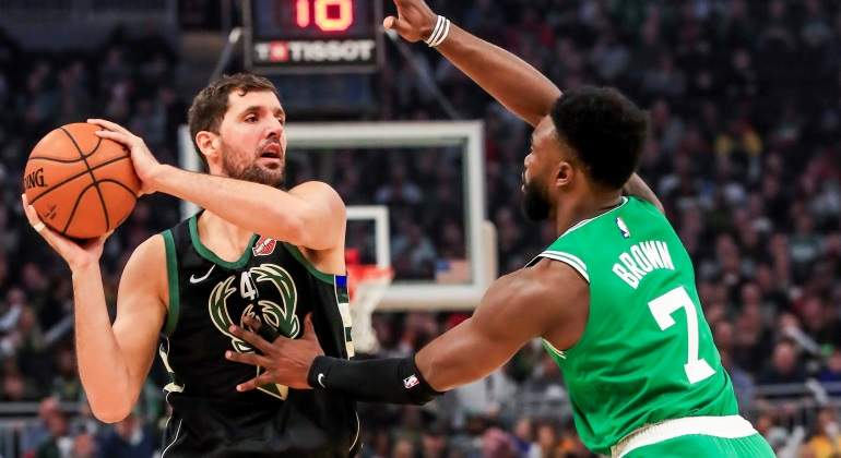 Mirotic debuta en Milwaukee con una victoria sobre Boston