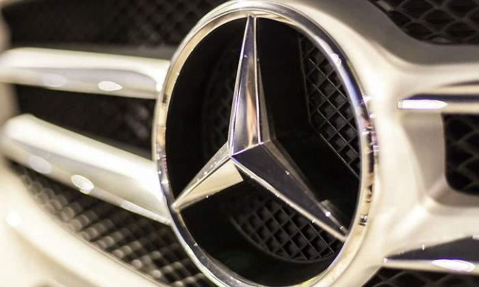 Daimler Tercer Y Año Warning Un Lanza Su Retrocede En Profit OPkXZui