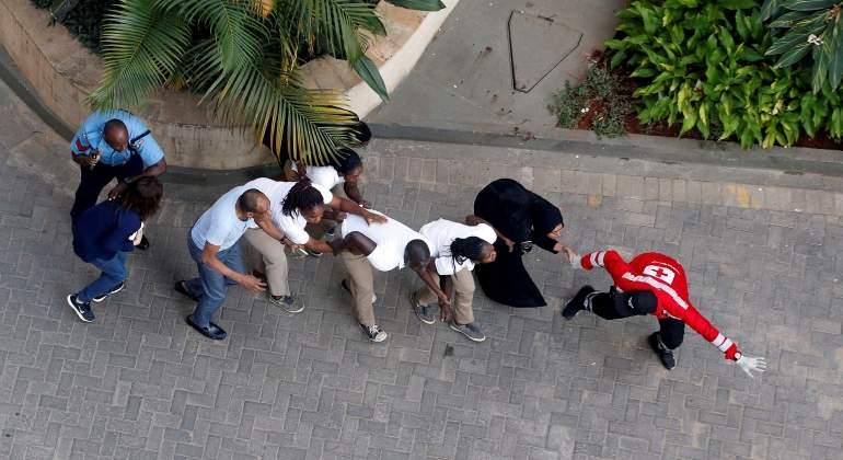 nairobi-evacuacion-hotel-atentado-reuters.jpg